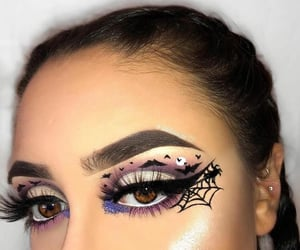 Awesome eye makeup art...........✨🎃🕸