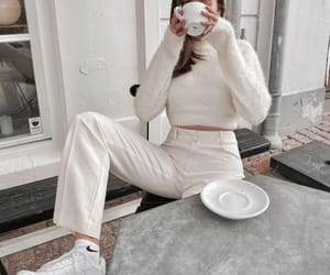 Shared by farida. Find images and videos about fashion, style and white on We Heart It - the app to get lost in what you love.
