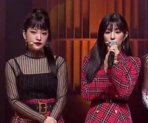 blurry, kpop, and red velvet image