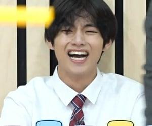 kpop, smile, and v image