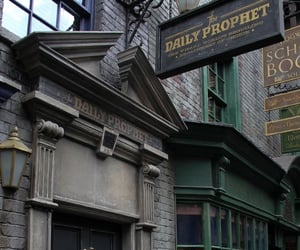 harry potter, diagon alley, and hogwarts image