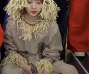 girls, yeonjin, and yeojin loona image