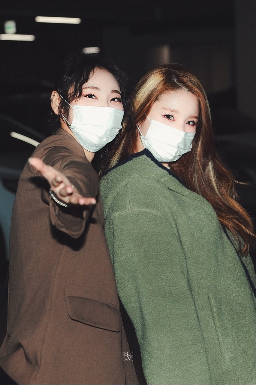 heejin, jinsoul, and loona image