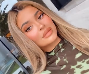 blonde and kylie jenner image