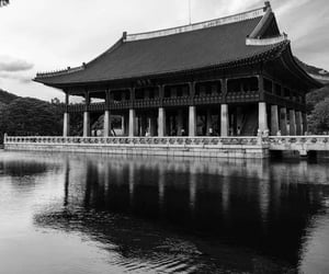 aesthetic, black and white, and east asia image