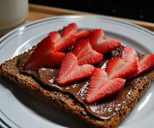 "myyouthanduniverse:""Toast With Nutella And Strawberries"""