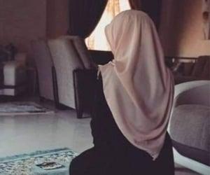 girl, pray, and hijab image