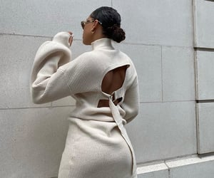 backless dress, everyday look, and puff sleeve image