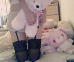 bed, lolita, and pink image