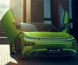 electric cars and xpeng p7 wing image