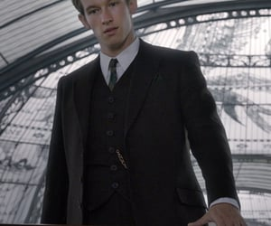 article, fantastic beasts, and theseus scamander image