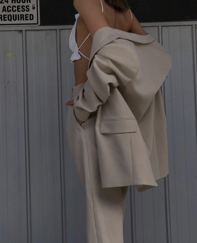 everyday look, backless top, and white crop top image