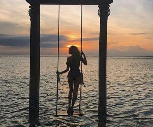 Alone Girl 🚶♀️ 🚶♀️@_Naina