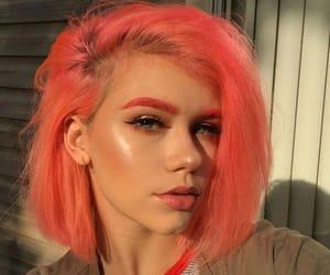 @dvahearts finally caught me a golden hour #arcticfoxhaircolor #bob #peachhair #haircolor #veganhairdye #makeup