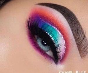 Cool eye makeup art.........✨