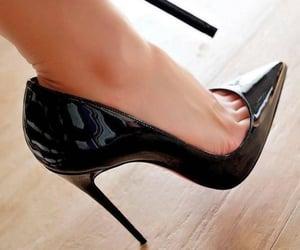 fashion, salto alto, and high heels image