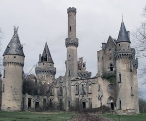 castle and black and white image