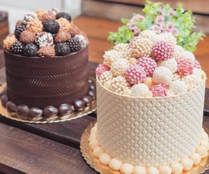 White chocolate and Strawberry Cake & chocolate and salted caramel cake