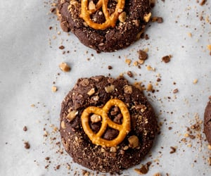 chocolate toffee pretzel cookies