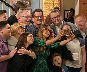 article modernfamily image