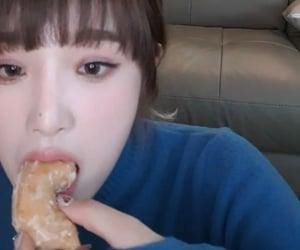 food, izone, and yena image