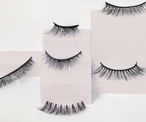 fake eyelashes and eyelash curler image