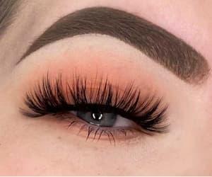 false eyelashes las vegas image