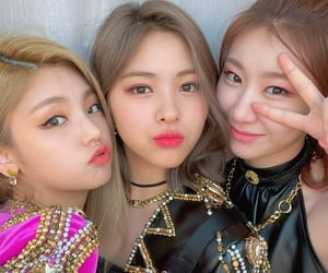 girls, yeji, and itzy image