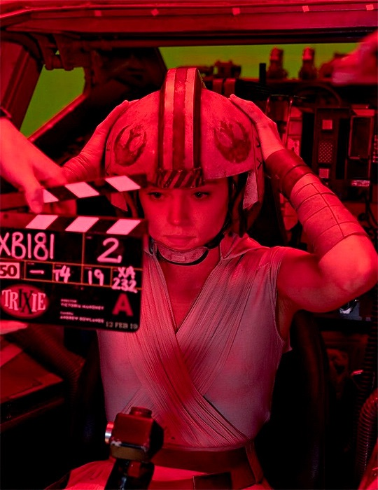 behind the scenes, cast, and rey skywalker image