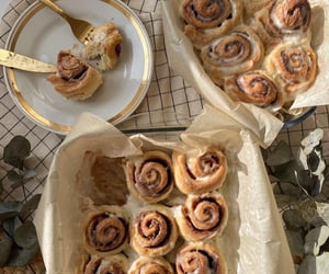 food, aesthetic, and cinnamon roll image