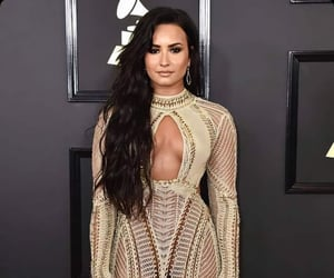 celebrities, demi lovato, and hair image