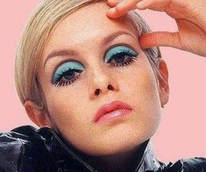 model, twiggy, and makeup 90 image