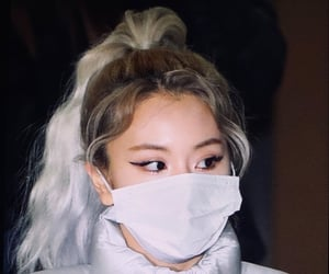 fighting for my life rn..how is she so pretty