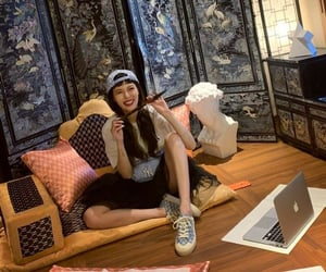 girl, Queen, and kim hyuna image