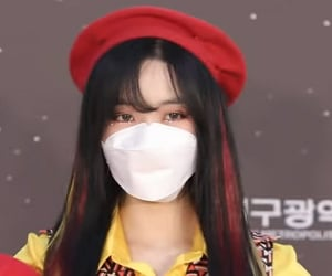 beret, kpop, and yuju image