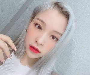 bora, siyeon, and handong image