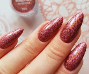 manicure, efekt syrenki, and lakiery hybrydowe image