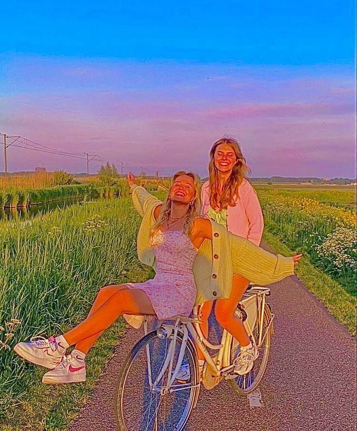 aesthetic, girls, and sunset image