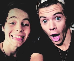 luke hemmings and Harry Styles image