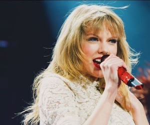 red tour and Taylor Swift image