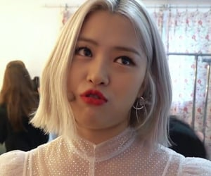 girls, lq, and itzy image