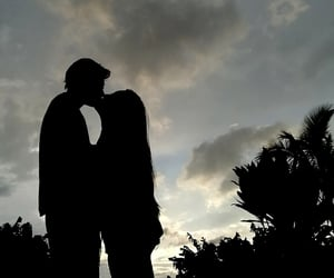 amor, atardecer, and beso image