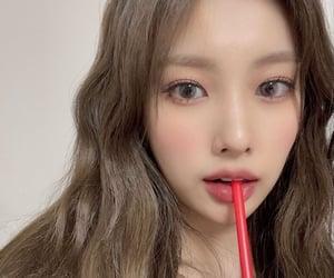 hyewon and izone image
