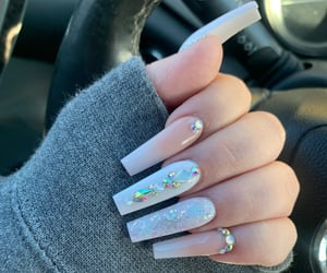 lux and nails image