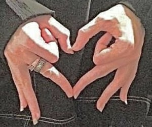 aesthetic, hands, and heart image