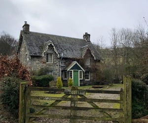 cottage and countryside image
