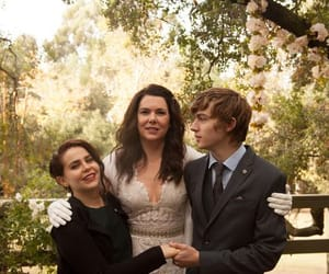 Lauren Graham, parenthood, and mae whitman image
