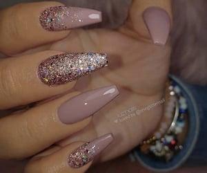 Imagine how long it takes to make ur nails look as cute as that😳  #cutenails