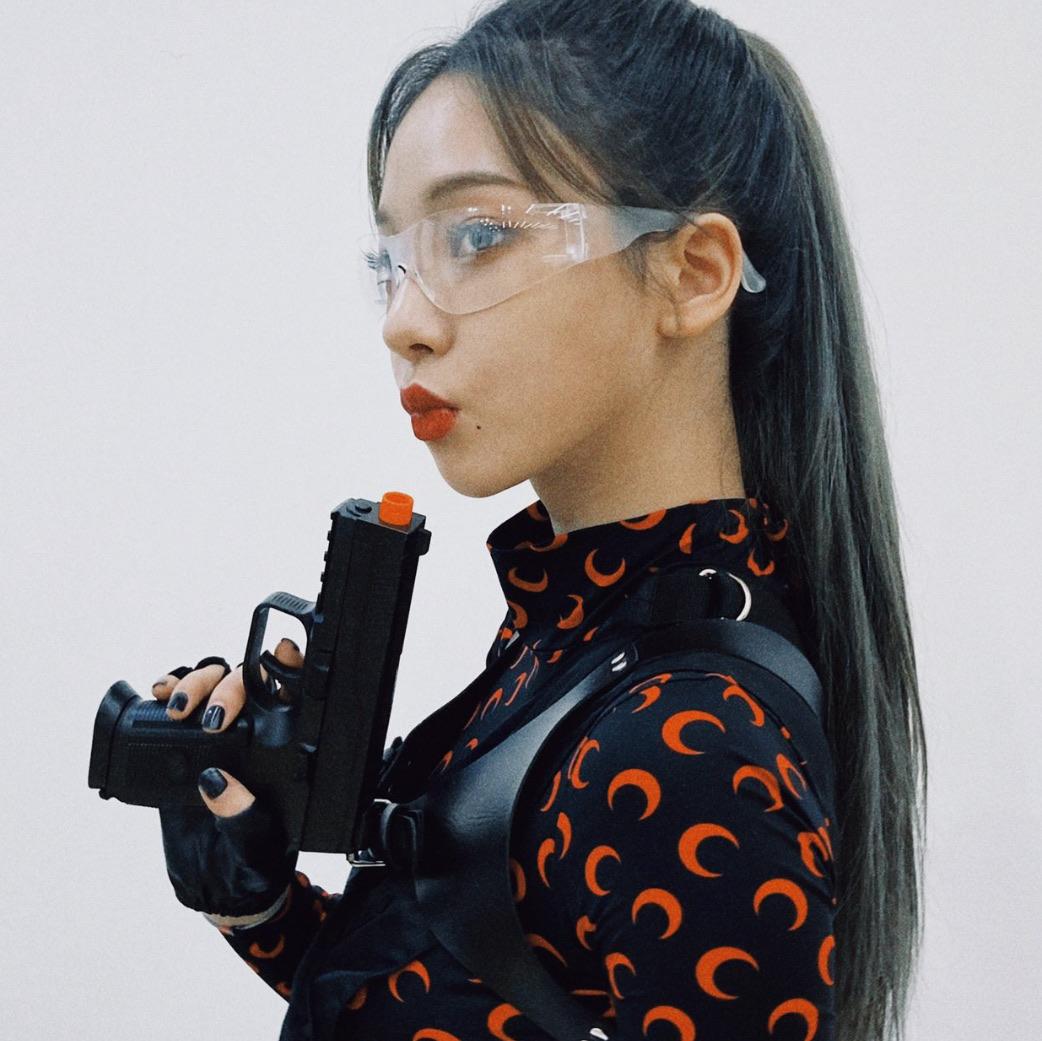 aesthetic, gun, and karina image