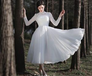 lace, outdoor wedding dress, and short wedding dress image